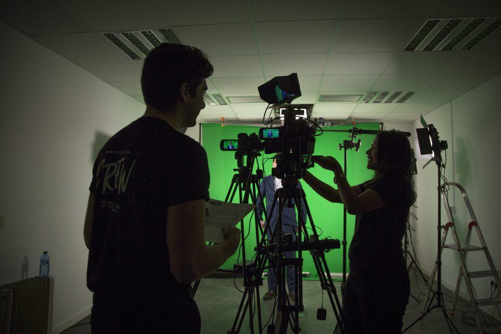 Estudiantes de Cine UFM en producción del Programa Ejecutivo en Value Investing de OMMA Business School en España5